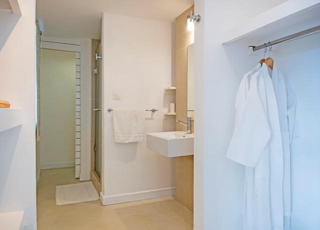 http://c.ccdn.cz/11089/macm/352/racouple-room-02-bathroom_20617_o.jpg