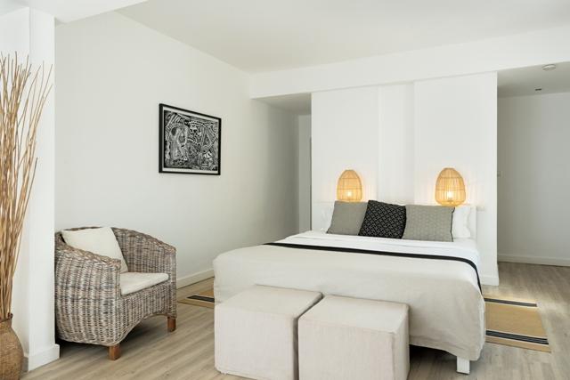 http://c.ccdn.cz/11089/macm/352/radeluxe-beachfront-room-01_20619_o.jpg