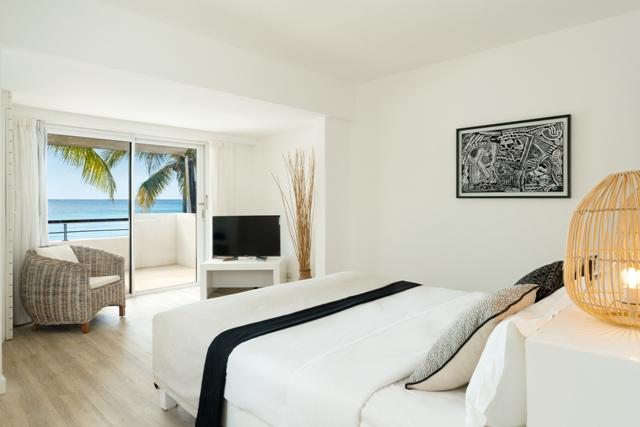 http://c.ccdn.cz/11089/macm/352/radeluxe-beachfront-room-02_20620_o.jpg