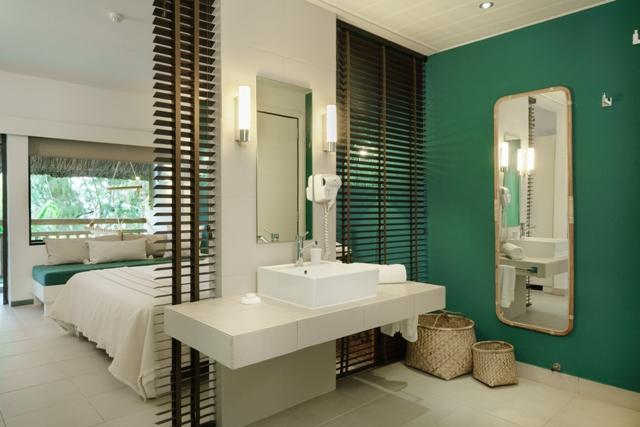 http://c.ccdn.cz/11089/macm/377/cdmadeluxe-room-02-bathroom_20576_o.jpg