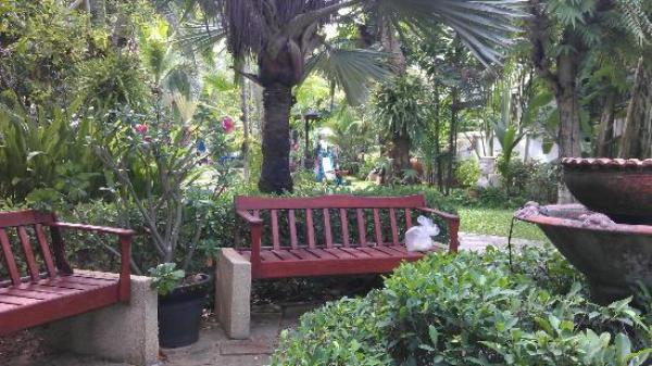 http://c.ccdn.cz/11089/macm/606/garden-1-w_4996_o.jpg